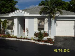 Beautiful completely updated 2/2 House in Tamarac
