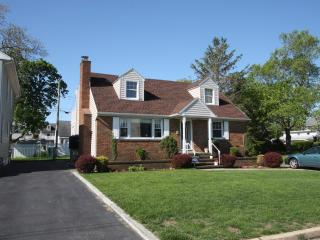 Pet Friendly Cozy 3-Bedroom Home With View of Lake, Point Pleasant Beach