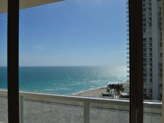 Magnificant oceanfront condo, breathtaking views, Sunny Isles Beach