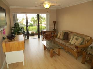 Airy & Easy One Bed Condo on Hollywood Beach
