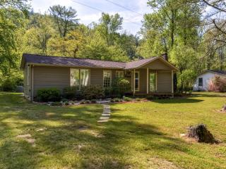New Low Rates!! Serene & Cozy 3BR Collettsville House in Wonderful Mountain Creek Location w/ Wifi, Fireplace & Private Deck – Close to Fishing, Hiking, Shopping & More