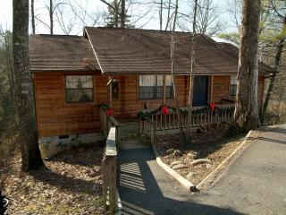 Close To Dollywood - 2 Bedroom View & Amenities!!, Sevierville