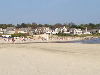 Walk to the Beach, minutes from Downtown Newport