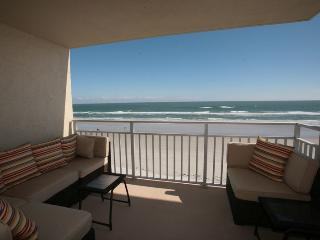 FANTASTIC OCEANFRONT CONDO - A PIECE OF HEAVEN, New Smyrna Beach