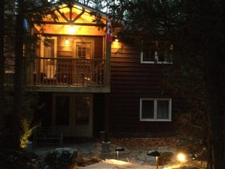 Spacious Southcott Pines Family Rental Cottage, Grand Bend