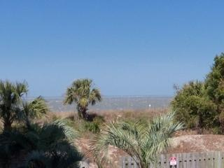 Sand & Sea -affordable beach vacation home, Tybee Island