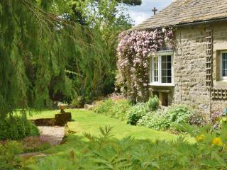 The Old Coach House, sleeps 4, dogs welcome, Appletreewick