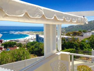 2 bedroomed cottage overlooking Camps Bay beach