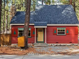 New Listing! Beautiful & Cozy 4BR South Lake Tahoe House w/Wifi, Game Room & Large Private Yard - Walking Distance to Lake Tahoe - Near Downtown, Multiple Ski Resorts & Much More!