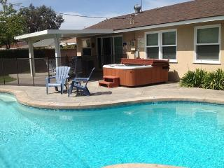 Across from Disney Private Pool & Hot Tub!, Anaheim