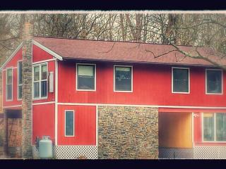 Pet Friendly Creekfront House, Harrisburg, Hershey, Mechanicsburg