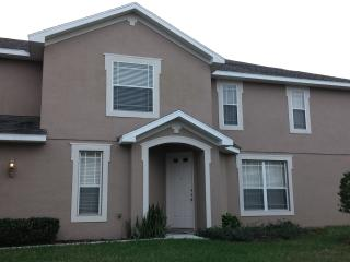 POOL SIDE 1600 SQ ft TOWNHOME 3 NIGH/WEEKLY/LONGER, Tampa