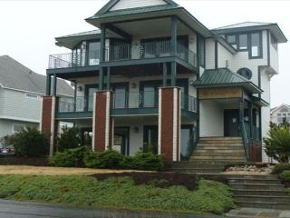 Awesome 6 BR, Park Ave, Private Pool, Sleeps 14, Corolla