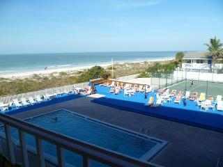 GREAT 3BR's COMPLETELY RE-MODELLE BEACH FRONT HOME, Indian Rocks Beach