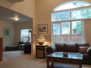 View Home Vaulted Ceiling sleeps 6, Bend