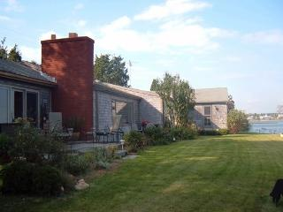 Waterfront home, walk to shops, beaches, Vineyard Haven