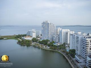 Luxurious Sea and Lake 2-bedroom Apartment, Cartagena