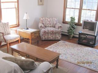 1/2 Mile to Beach + Water View, Wellfleet