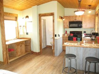 Newly Remodeled Trapline Cabins- Cabin A, Columbia Falls