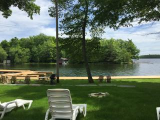 MACAW - LUXURY LAKEFRONT FAMILY COTTAGE, Bobcaygeon
