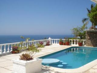 5 Bedroom 5 Bath VILLA QUEBRADA in Acapulco