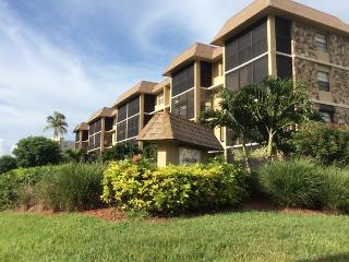 Seaview Condo on Marco-Beach just steps away!, Marco Island