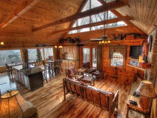 LUXURY CABIN  W/HARDWOOD FLOORS AND PANORAMIC VIEW, Sevierville