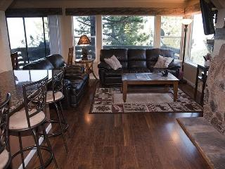 Spacious Lake Tahoe Condo, Stateline