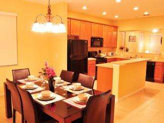 Only 4 miles to Disney, Great Orlando Vacation Condo, Kissimmee