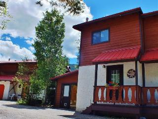 Picturesque 2BR Red River Townhome w/Wifi & Breathtaking Views - Phenomenal Location on the River & Walking Distance to the Ski Area!
