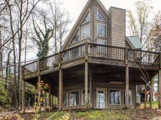 Beautifully Rustic 3BR Murrayville Lakefront Cabin w/Boat Slip & Wifi - Conveniently Located Near Dahlonega, Dawsonville & More!