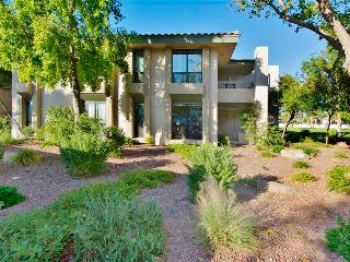 Completely Remodeled 2BR Phoenix Condo w/Wifi, Private Patio & Golf Course Views - Walking Distance to the Arizona Biltmore Resort & Biltmore Fashion Park!
