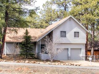 Pristine 3BR Flagstaff House w/Wifi, Spacious Deck & Nice View of San Francisco Peaks - Easy Access to Snow Bowl, Casinos, Hiking, Fishing & More!