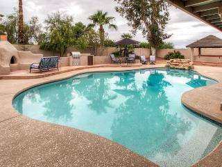 Impressive 4BR Phoenix Home near Mountain Preserve w/Peaceful Atrium, Private Swimming Pool & Jacuzzi - Centrally Located for Easy Access to Shopping, Restaurants, Events, and Airport!!