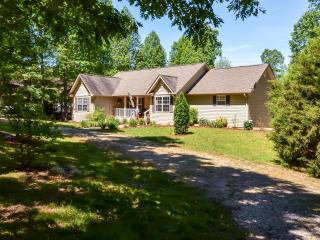 Expansive 4BR Lakefront Blairsville House w/Private Dock, Wifi & Pool Table - Just Steps From the Lake! Easy Access to Festivals, Wineries & More