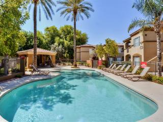 Centrally Located 1BR Tempe Condo w/Wifi, Private Patio, Full Garage & Fantastic Resort Amenities - Close to Golf Courses, Arizona State University, Mill Avenue District & More!