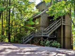 Marvelous 1BR Big Canoe Condo w/Wifi, Private Open Porch & Sensational Mountain Views - Prime Golf Course Location! Numerous Resort Amenities Available for Guest Use