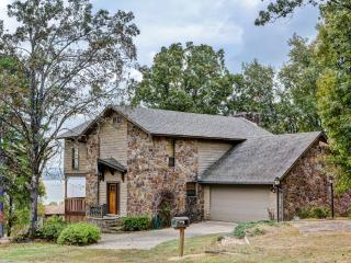 New Listing! Marvelous 2BR Greers Ferry Lake Area Cottage w/Wifi, Multiple Decks & Stunning Views - Just Minutes from Access to Greers Ferry Lake! Close to Dining, Shopping, Fishing & More!, Shirley