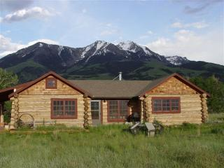 Paradise Valley Cabin  with hot tub, Pray