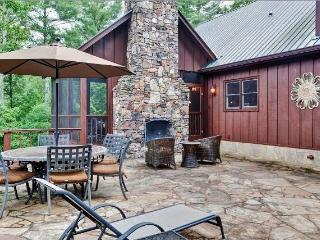 'Spirit of the River' Enchanting 4BR Dahlonega Cabin on the Chestatee River w/Wifi, Private Hot Tub & Much More - Convenient to Wineries & Other North Georgia Attractions!