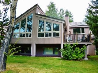 Magnificent 4BR Avon Duplex Home on Eagle Vail Golf Course w/Wifi & Beautiful Views - Minutes from Vail & Beaver Creek Ski Resorts!