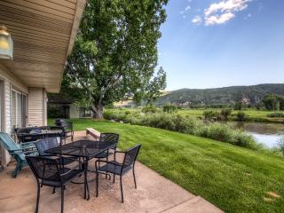 Cozy 2BR Carbondale Condo w/ Private Patio, Charcoal Grill & Large Brick Fireplace - Fantastic Golf Course Location w/ Stunning Mountain & Water Views! Easy Access to Skiing, Hiking, Fishing & More!