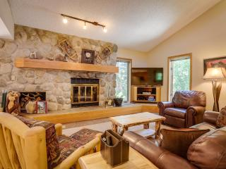 Ideally Located 2BR Frisco Condo w/Wifi & Pool Access - Walking Distance to Downtown Frisco & Lake Dillon, 4 Major Ski Resorts Within 20 Minutes!