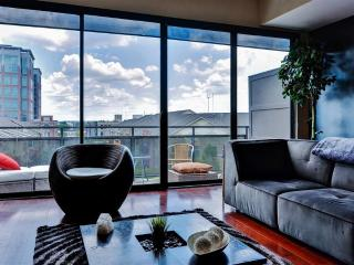 Contemporary 1BR Atlanta Apartment w/Private Patio, Private Rooftop Cabana, Sweeping Views & Pool Access - Walk to Restaurants, Nightclubs, Train Station & More!