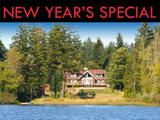 LAKE FRONT lodge with hot tub, privacy, serenity!, Lakebay