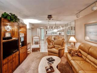 Peaceful & Quiet 2BR Sarasota Condo on Siesta Key w/Wifi, Private Lanai & Nice Views Facing Midnight Pass - Walk to Beaches, Fishing, Restaurants & Famous Attractions!