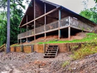 Peaceful Lakefront 2BR Flowery Branch Cottage on Lake Lanier w/Wifi, Large Deck, Private Dock/Slip & Beautiful Views - Close to Boat Rentals & Outdoor Activities!