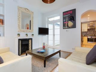 A gorgeous two-bedroom ground floor flat in Clapham South, London