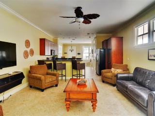 New Listing! Deluxe Colonial-Style 2BR Islamorada Home in Angler's Reef w/Wifi, 2 Patios & 2 Kayaks for Guest Use - Enjoy Access to Resort Heated Pool, Marina & 2 Private Beaches!