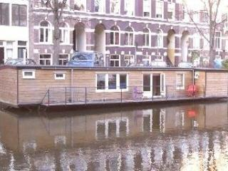 Very Cozy and affordable Houseboat in Center, Amsterdam